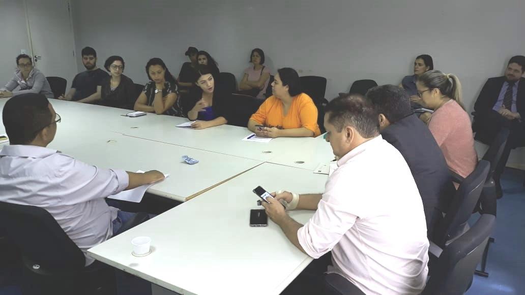 Diretoria do Sindsasc debate sobre o concurso da assistência social com o titular da Sedes