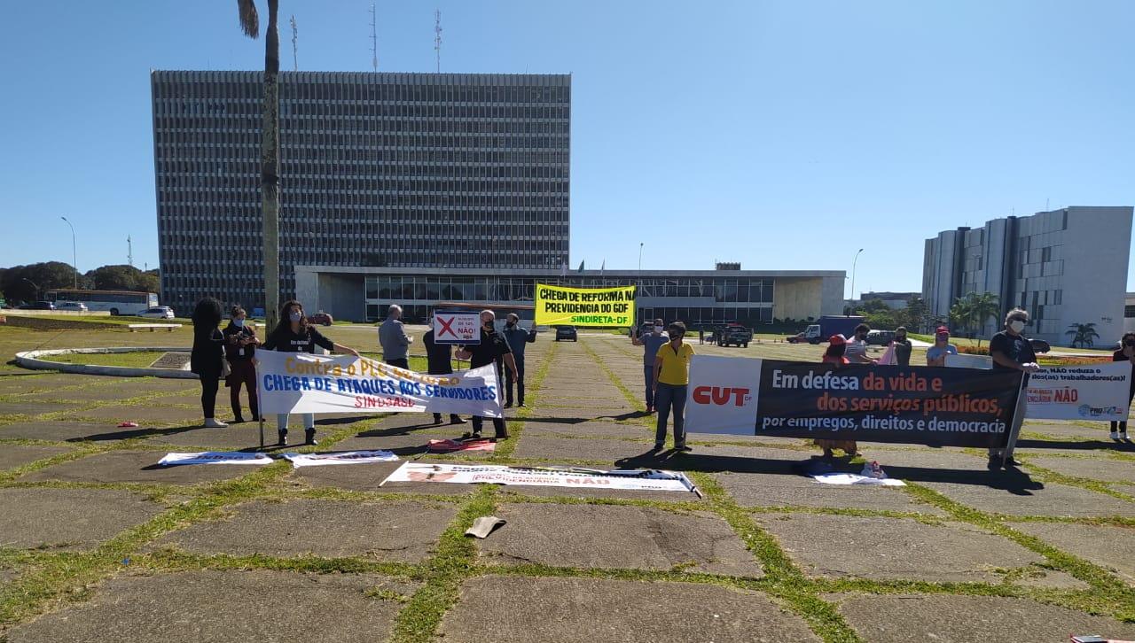 SINDICATOS PROTESTAM CONTRA AUMENTO DA CONTRIBUIÇÃO PREVIDENCIÁRIA